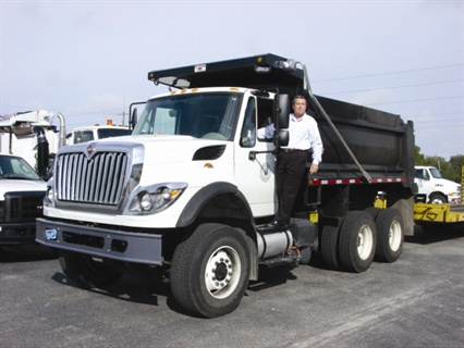 <p>Greg Morris, fleet manager for Sarasota County, Fla., showed his new fleet services dump truck to event attendees.</p>