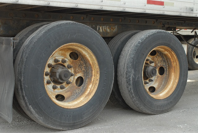 Pictures are worth a thousand words, they say. What sort of amessage do the wheels on this trailer convey about its owner?