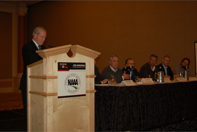 ARI's Bob Graham (left) led a panel discussion on multiplatform online selling, among the hottest topics at CAR 2013.