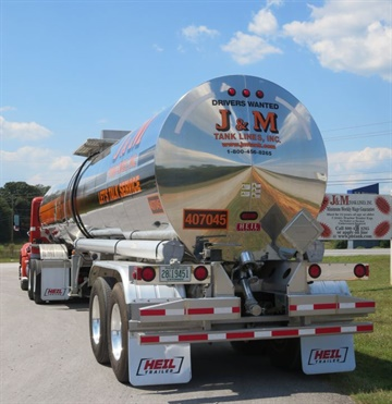 <p><strong>J&M's fleet includes some 700 trailers — mostly pneumatic tanks, but also a number of liquid tanks and about a dozen flatbeds.</strong> <em>Photo: Deborah Lockridge</em></p>