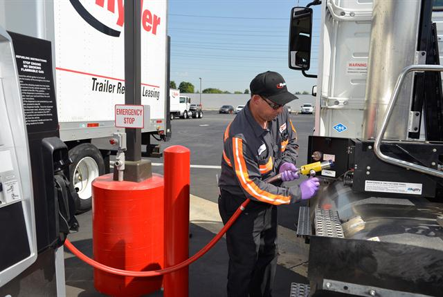Analyzing fuel card andtelematics/GPS data offersfleets increased visibility of fuel purchase transactions.