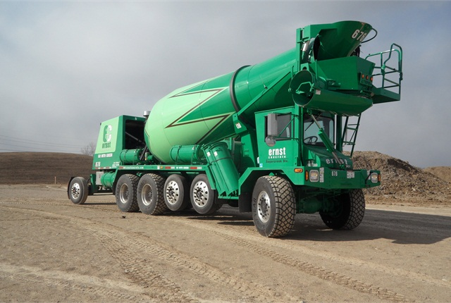 This six-axle FDB6000 for Ohio has three air-suspended lift axles, including a hydraulically operated rear booster that stays down even when the barrel's empty to reduce chassis bounce.