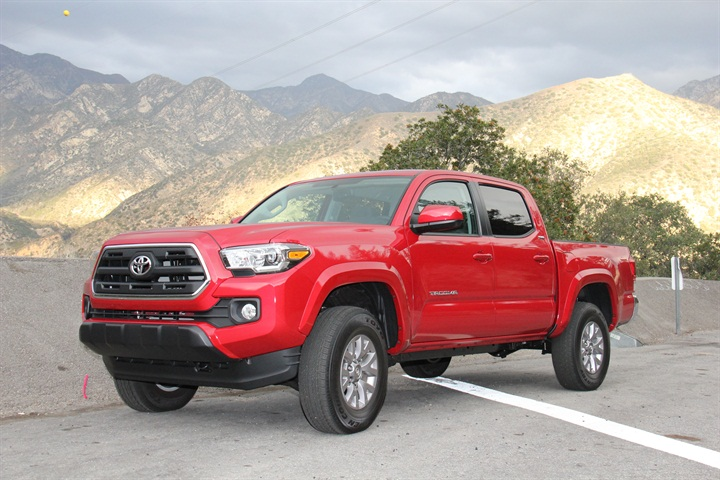 gallery photo by paul clinton 2016 toyota tacoma sr5 double cab 4x4 blog automotive fleet. Black Bedroom Furniture Sets. Home Design Ideas