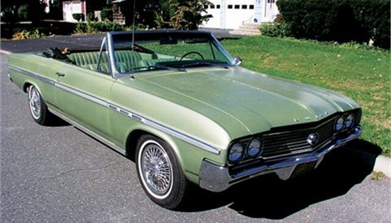 <p>The Buick Skylark of the 1960s and early 1970s was the first   non-Chevrolet, Ford, or Plymouth volume vehicle to significantly impact   the fleet industry. It opened up the fleet business for other brands to   participate. The Skylark also met with enough success that it started   the trend away from full-size cars to intermediates. Vehicle selectors   went from one to three choices to as many as seven or eight   possibilities.</p>