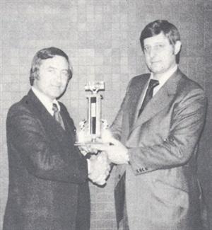 Ed Bobit (left) presenting the Bobit Award for Outstanding Achievement to Heydon Hubler of Hubler Rentals.