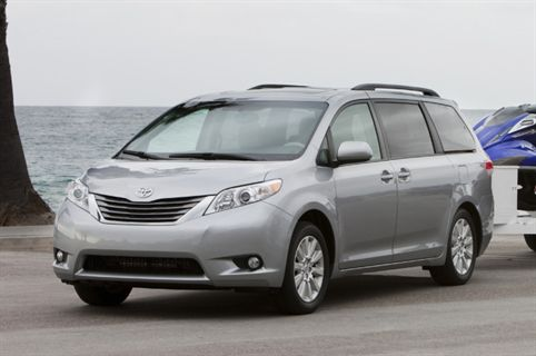 2011 toyota sienna gets good ratings in iihs safety. Black Bedroom Furniture Sets. Home Design Ideas