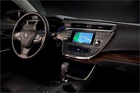 A Display Audio system with 6.1 inch touchscreen is standard on the new Avalon.