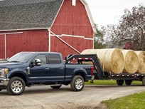 Ford Ups Power, Hauling for 2017 Super Duty Pickups
