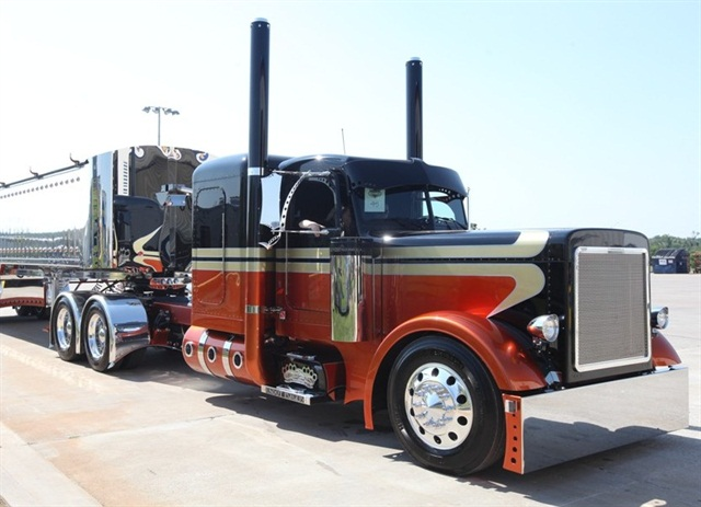 2007 Peterbilt 279 of 2012 Shell Rotells SuperRigs Best in Show winner John O'Keefe.