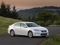 2014 Lexus ES 300h Hybrid Receives 40 mpg
