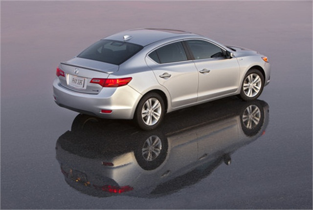Photo of 2013 Acura ILX Hybrid courtesy of Honda.