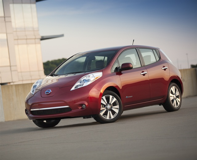 Photo of 2015 LEAF courtesy of Nissan.