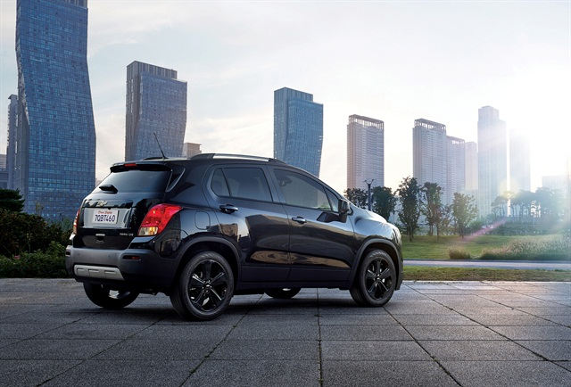 Photo of 2016 Trax Midnight Edition courtesy of GM.