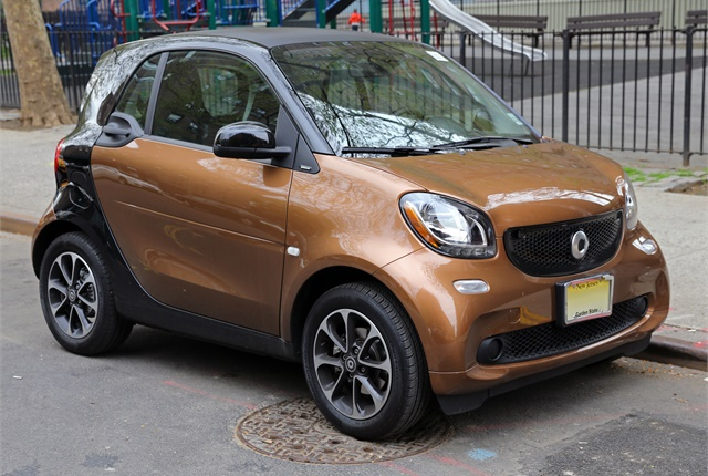 Photo of Smart Fortwo by Mr. Choppers/Wikimedia Commons.
