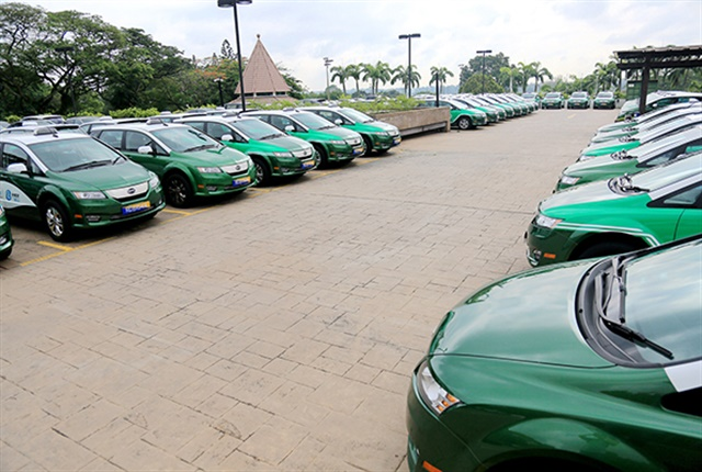 Photo of the fleet of e6 taxis courtesy of BYD.