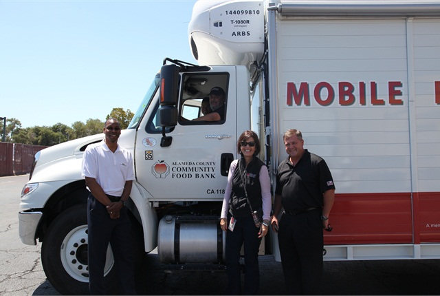 (L-R): David Tucker, director of Community Relations, Waste Management of Alameda County, Inc., Suzan Bateson, executive director, Alameda County Community Food Bank and Tommy McGhee, national medium duty trucks manager, Rush Enterprises with the Alameda County Community Food Bank's new Mobile Pantry. Photo: Rush Enterprises.