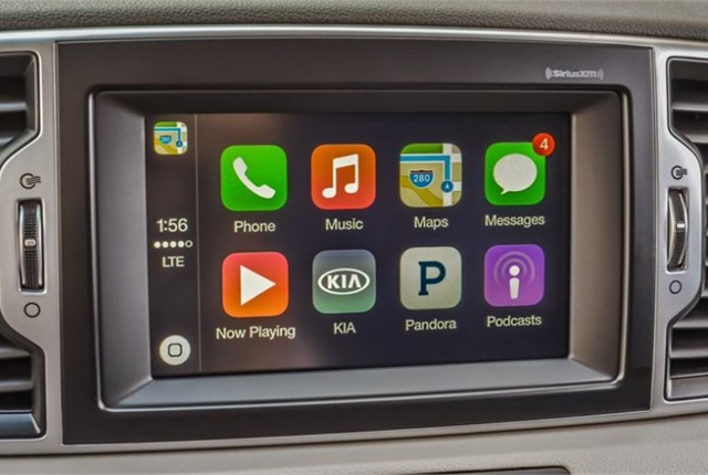 Photo of Apple CarPlay on 2017 Sportage.