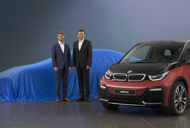 Photo of Harald Krüger, BMW AG chairman, and Klaus Fröhlich, board member, at the IAA Frankfurt Motor Show.