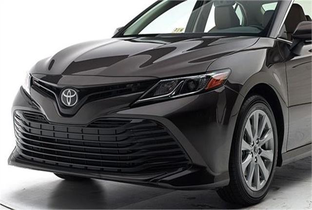 Photo of Toyota Camry courtesy of IIHS.