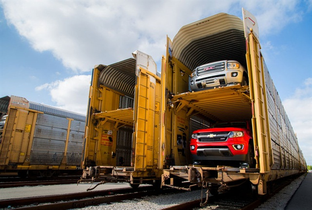 The 2015 Chevrolet Colorado and 2015 GMC Canyon midsize trucks load onto carriers to begin shipping to dealers Thursday, September 18, 2014 from the General Motors Wentzville Assembly plant where they are made in Wentzville, Missouri. Consumers have created more than 100,000 configurations of the trucks since the Colorado Build Your Own and Canyon Build Your Own websites went live on September 3. Photo: Melissa Vaeth for General Motors