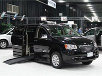 Chrysler Shows Minivans With Mobility Equipment in Detroit