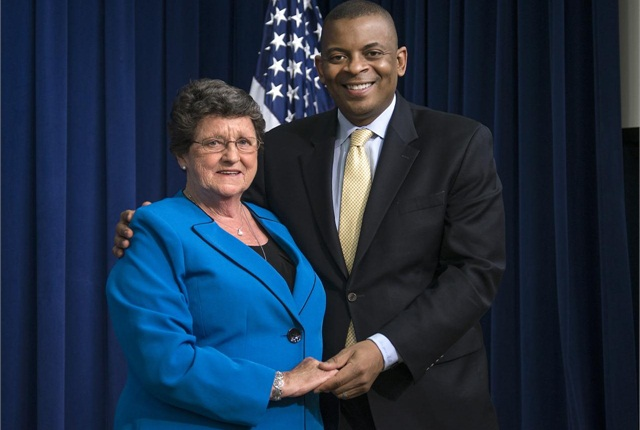 DOT Secretary Anthony Foxx honors Daphne Izer as a Transportation Champion of Change at the White House on May 13, 2014.
