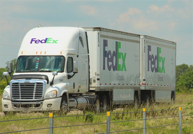 The FedEx Ground segment reported revenue of $2.85 billion, up 10% from last year and operating income of $424 million, up 3%. Photo: Evan Lockridge