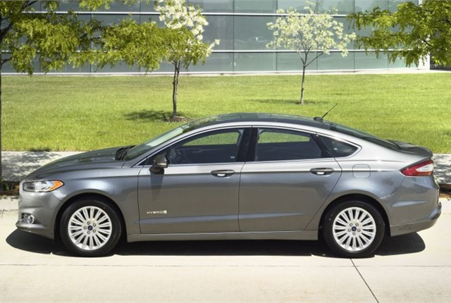 Photo of 2016 Fusion Hybrid courtesy of Ford.