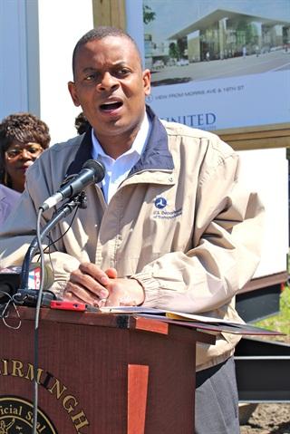 Transportation Secretary Anthony Foxx speaks to an audience in Birmingham, Ala. Photo: Evan Lockridge