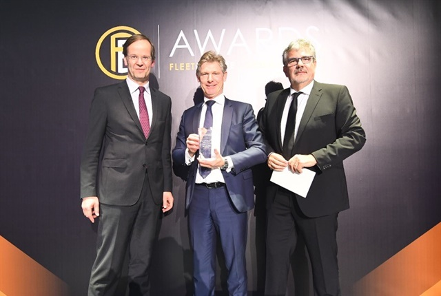 (Center) Tim Albertsen, group deputy CEO at ALD S.A., was awarded the 2017 International Fleet Hall of Fame Award.