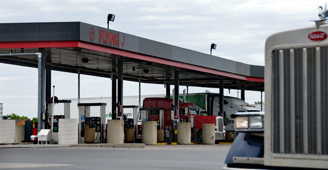 Two Fleets Accuse Pilot Flying J CEO of Fraud over Fuel Rebates