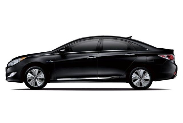 Photo of 2014 Sonata Hybrid courtesy of Hyundai.