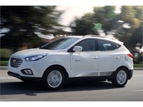 Hyundai Updates Tucson Fuel Cell SUV for 2016
