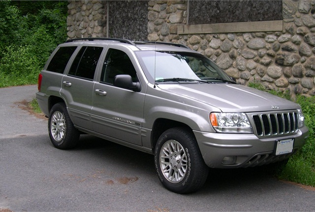 Photo of 2002 Jeep Grand Cherokee by Sfoskett via Wikimedia Commons.