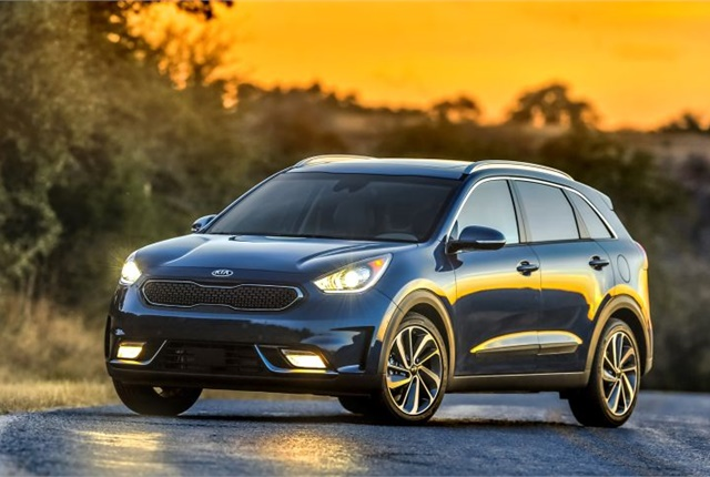 kia teases niro hybrid suv in tv ad top news hybrids. Black Bedroom Furniture Sets. Home Design Ideas