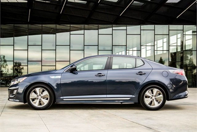 Photo of 2016 Optima Hybrid courtesy of Kia.