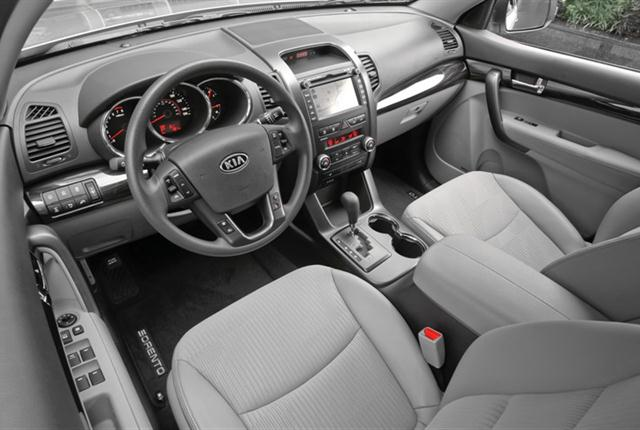 Photo of Kia Sorento interior courtesy of Kia Motors.