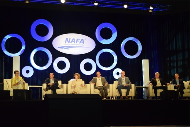 Pamela Sederholm (far left), executive director, American Automotive Leasing Association, moderates the fleet management company executive panel at the NAFA Institute and Expo in 2017.