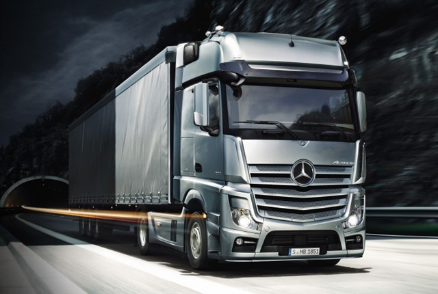 Photo of the Actros courtesy of Mercedes-Benz.