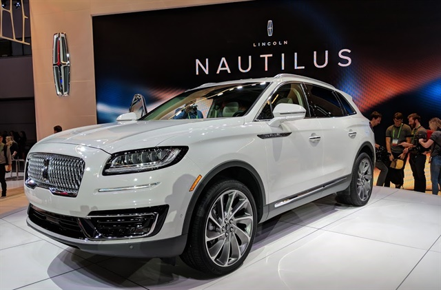 Lincoln unveiled its new luxury SUV Nautilus at the Los Angeles Auto show. Photo by Eric Gandarilla.