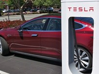 Tesla Adds Charge Alert to Model S EV