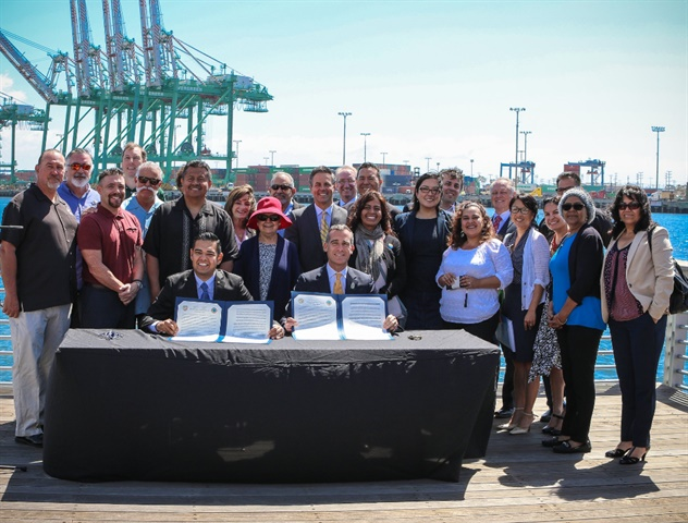 (Left) Long Beach Mayor Robert Garcia and L.A. Mayor Eric Garcetti signed a joint declaration to set goals for the transition to zero emissions at Southern California ports. Photo: Office of Mayor Eric Garcetti