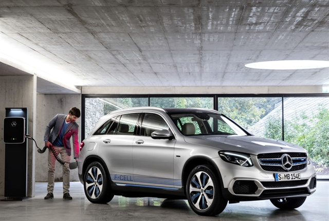 Photo of GLC F-Cell hybrid courtesy of Mercedes-Benz.