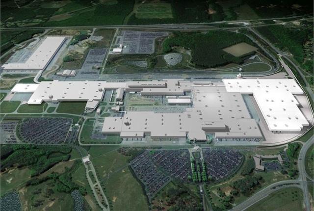 Photo of Mercedes-Benz Tuscaloosa plant courtesy of Daimler AG.