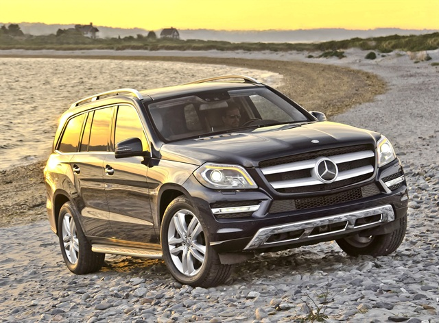 Mercedes gl class receives award from autoweek news for Mercedes benz gl 2013