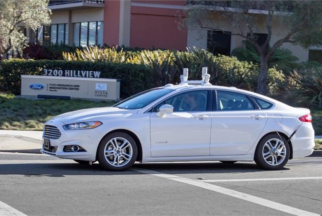 Photo of Fusion Hybrid sedan courtesy of Ford.