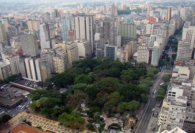 <p><em>Sao Paulo has passed new rules that restrict drivers of out-of-town vehicles from working with ride-hailing services. Photo via Rodrigo Soldon/Flickr</em></p>