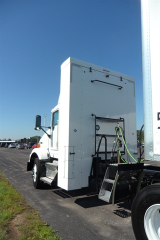 Big cabinet houses CNG bottles to provide reasonable range for this T800 regional-haul tractor with ISX12-G engine.