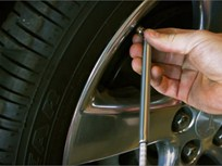 Fleet Safety Video Tip: Checking Tire Air Pressure