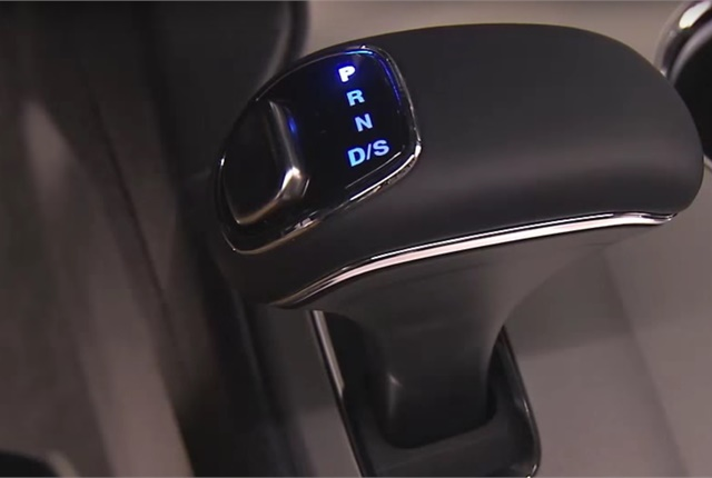 Screen capture of Jeep Grand Cherokee electronic shifter courtesy of Mopar via YouTube.